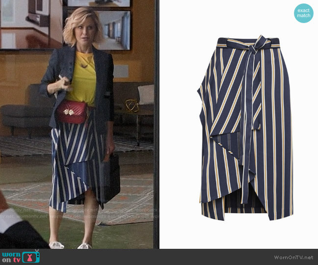 Bcbgmaxazria Striped Asymmetrical Pencil Skirt worn by Claire Dunphy (Julie Bowen) on Modern Family
