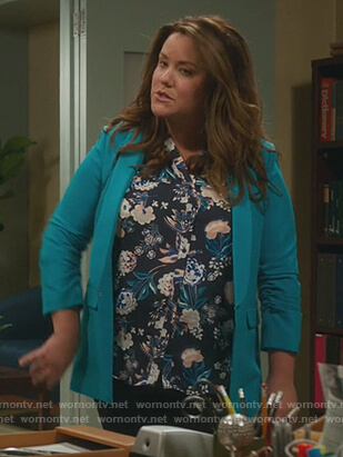Katie's blue open blazer on American Housewife