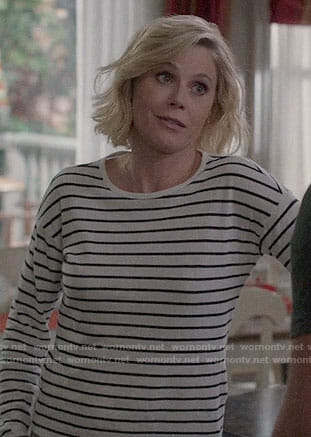 Claire's striped long sleeve tee on Modern Family