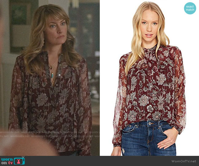 Lucky Brand Tie Neck Top worn by Alice Cooper (Mädchen Amick) on Riverdale