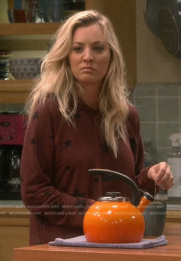 Penny's burgundy star print hoodie on The Big Bang Theory