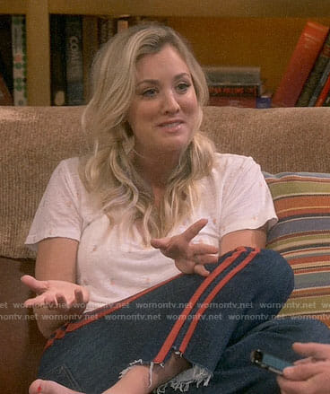 Penny's pineapple tee and red striped jeans on The Big Bang Theory