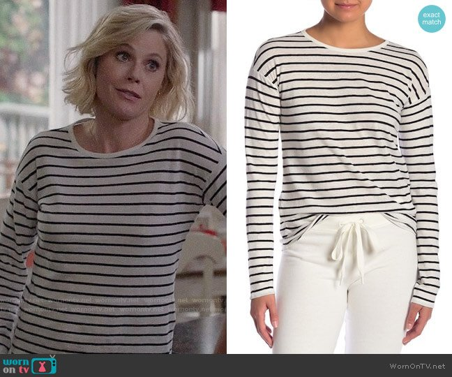 Theory Relaxed Stripe Top worn by Julie Bowen on Modern Family