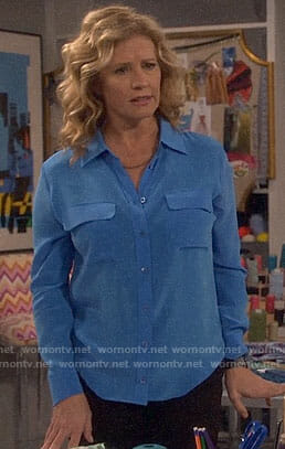 Vanessa's blue button down blouse on Last Man Standing