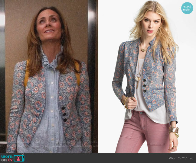 Floral Print Blazer by Free People worn by Maya (Diane Farr) on Splitting Up Together