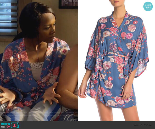 Printed 3/4 Sleeve Robe by Josie worn by Michaela Pratt (Aja Naomi King) on HTGAWM