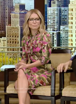Kelly's pink fig print dress on Live with Kelly and Ryan