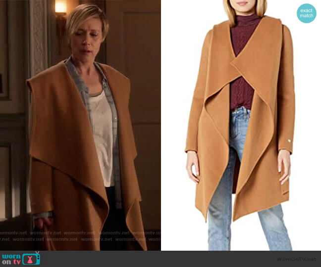 SAMIA double-face wool coat by Soia & Kyo worn by Bonnie Winterbottom (Liza Weil) on HTGAWM