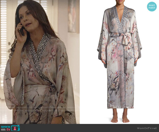 Christine Designs Nightingale Long Floral-Print Silk Robe worn by Vicki Ellis (Catherine Zeta-Jones) on Queen America