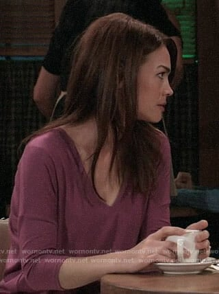 Elizabeth's pink v-neck tee on General Hospital