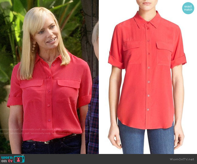 Equipment Slim Signature Short Sleeve Shirt in Rosetta worn by Jill Kendall (Jaime Pressly) on Mom