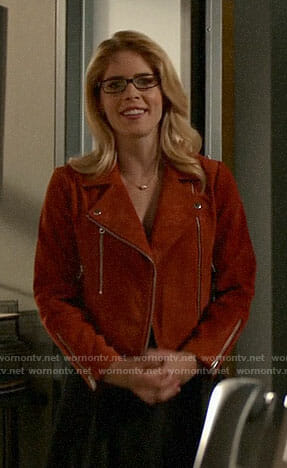 Felicity's pink pleated top and blue leather jacket on Arrow