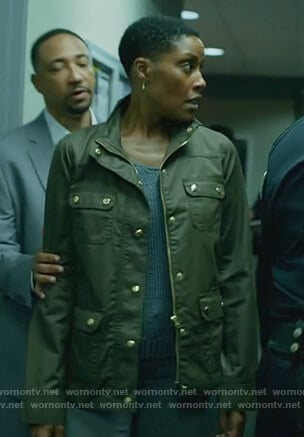 Lynn's brown utility jacket on Black Lightning