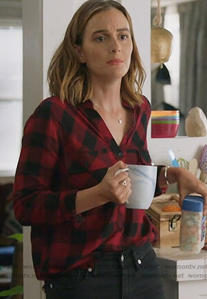 Angie's red plaid shirt on Single Parents
