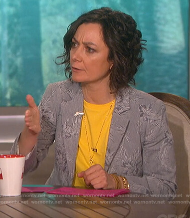 Sara's yellow taxi print tee on The Talk