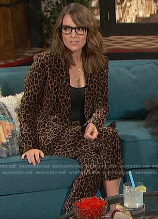 Tina Fey's leopard print suit on Busy Tonight