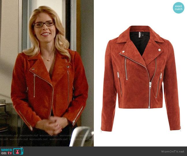 Topshop Suede Biker Jacket worn by Felicity Smoak (Emily Bett Rickards) on Arrow