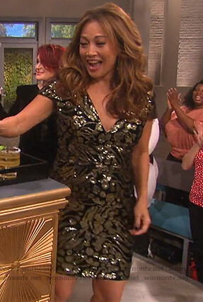 Carrie's black metallic v-neck dress on The Talk