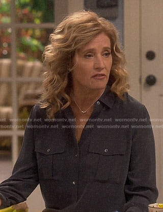 Vanessa's black button down shirt on Last Man Standing