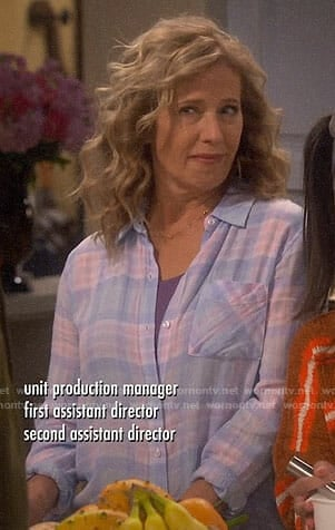 Vanessa's blue and pink plaid shirt on Last Man Standing