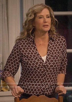 Vanessa's quaterfoil print shirt on Last Man Standing