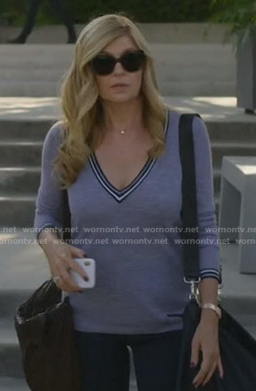 Debra's grey v-neck sweater on Dirty John