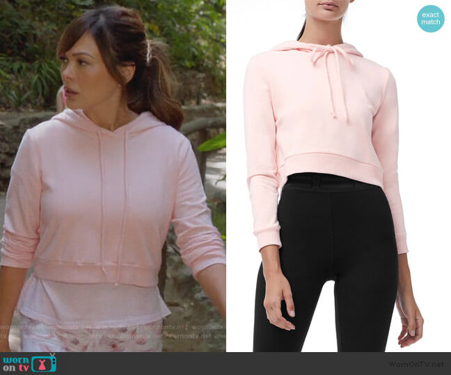 Crop Hoodie by Good American worn by Camille (Lindsay Price) on Splitting Up Together