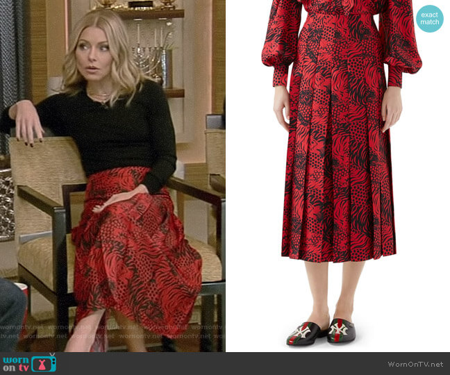 Tiger Print Pleated Silk Skirt by Gucci worn by Kelly Ripa on Live with Kelly & Ryan