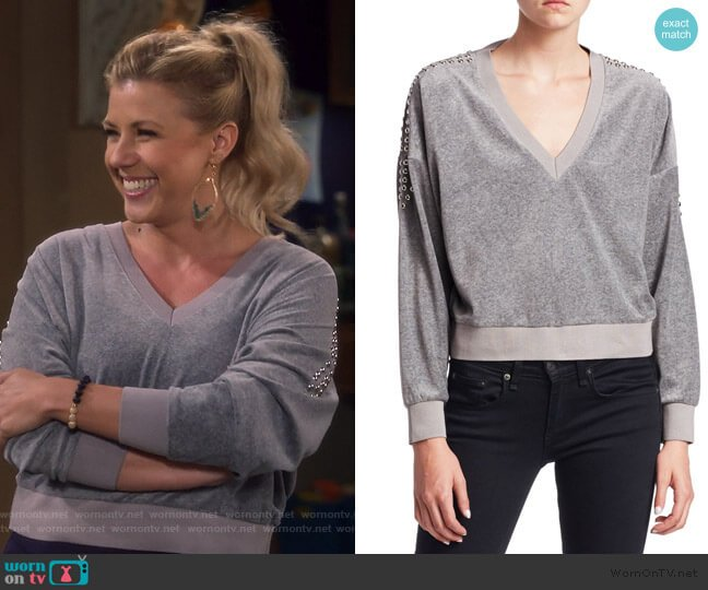 Tapes Cropped V-Neck Sweatshirt by IRO worn by Stephanie Tanner (Jodie Sweetin) on Fuller House