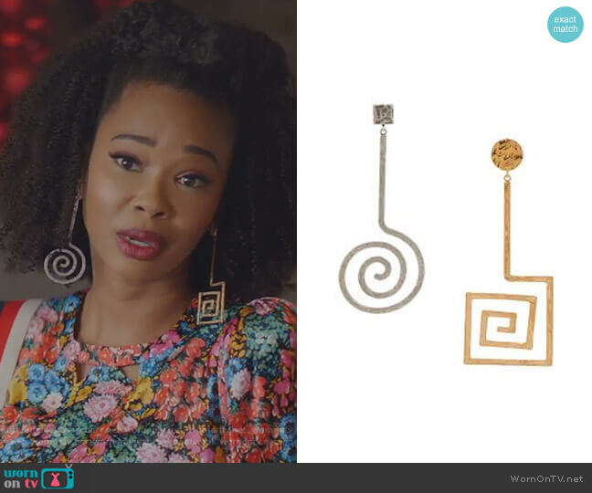 La Spirale gold and silver-tone earrings by Jacquemus worn by Monica Colby (Wakeema Hollis) on Dynasty