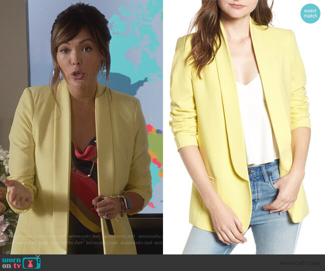 Slouchy Boyfriend Blazer by Mural worn by Camille (Lindsay Price) on Splitting Up Together