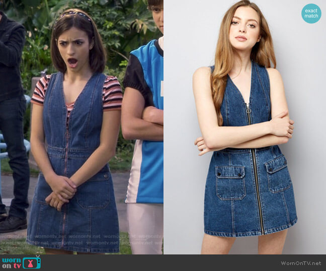 V Neck Zip Front Denim Dress by New Look worn by Ramona Gibbler (Soni Nicole Bringas) on Fuller House