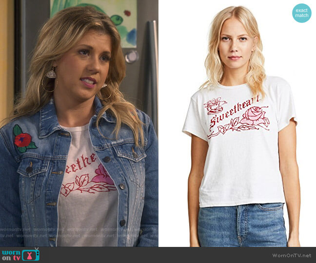 Classic Sweetheart Tee by Re/Done worn by Stephanie Tanner (Jodie Sweetin) on Fuller House