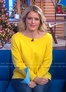 Sara's yellow sweatshirt with back zip on GMA Day