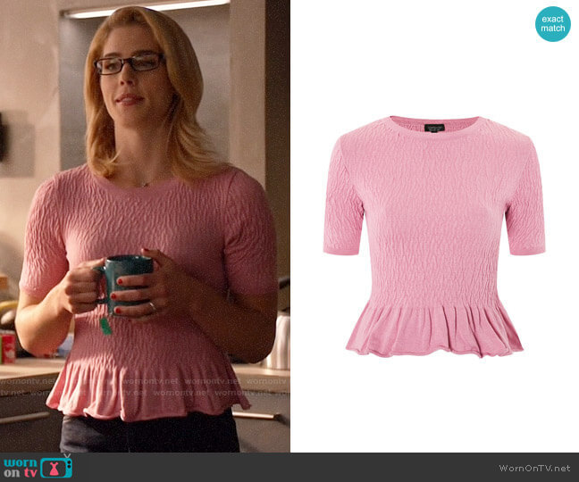 Topshop Shirred Knitted T-shirt worn by Felicity Smoak (Emily Bett Rickards) on Arrow