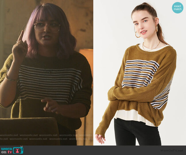 Dolman Sweater by Urban Outfitters worn by Gert Yorkes (Ariela Barer) on Marvels Runaways