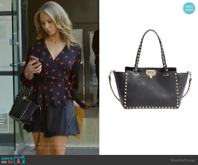 Rockstud Leather Tote by Valentino Garavani worn by Veronica Newell (Juno Temple) on Dirty John