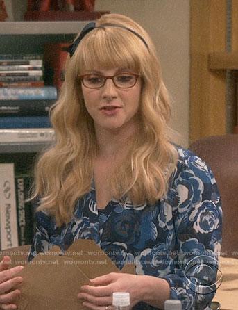Bernadette's blue rose print blouse on The Big Bang Theory