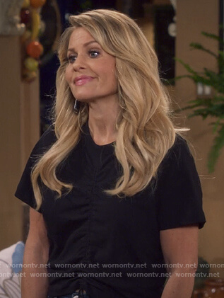 DJ's black gathered tee on Fuller House