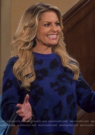 DJ's blue leopard spot sweater on Fuller House