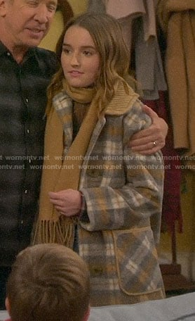 Eve's plaid coat on Last Man Standing