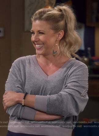 Stephanie's gray studded cropped sweatshirt on Fuller House