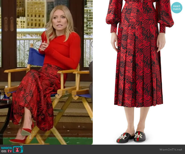 Tiger Print Pleated Silk Skirt by Gucci worn by Kelly Ripa (Kelly Ripa) on Live with Kelly & Ryan