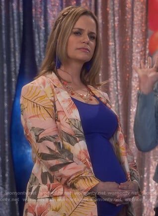 Kimmy's pink floral blazer on Fuller House