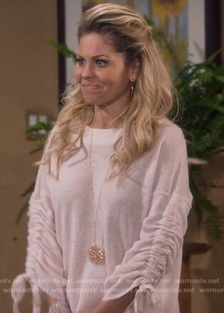 DJ's pink ruched sleeve sweater on Fuller House