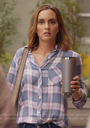 Angie's blue plaid shirt on Single Parents