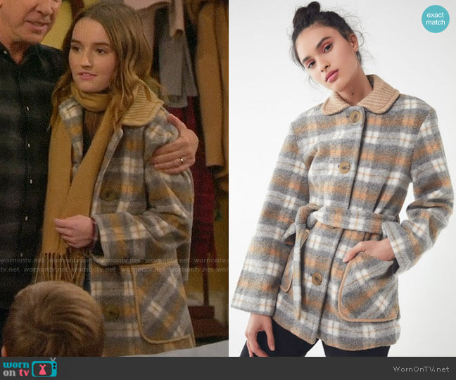 UO Belted Lady Coat worn by Eve Baxter (Kaitlyn Dever) on Last Man Standing