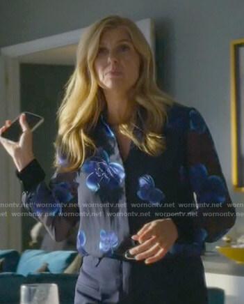 Debra's blue floral blouse on Dirty John