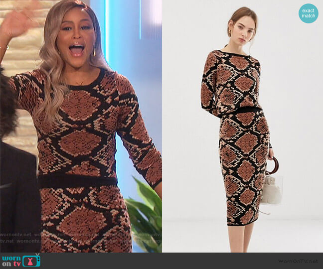 Wornontv Eve S Brown Snake Print Sweater And Skirt On The