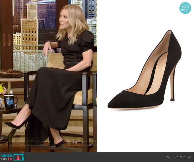 Suede Point-Toe Pump by Gianvito Rossi worn by Kelly Ripa  on Live with Kelly & Ryan